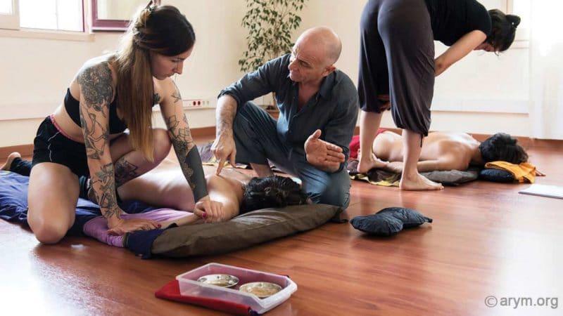 Ayurvedic Yoga Massage training – The V shape stretch for the shoulder blades