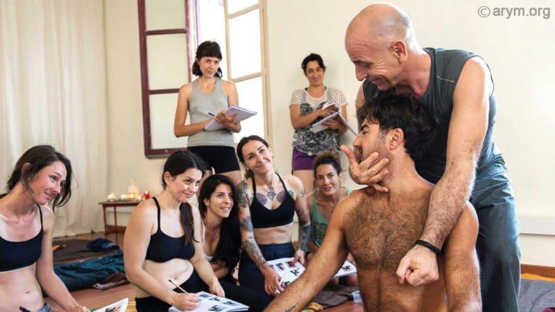 Ayurvedic Yoga Massage training – The Owl Stretch