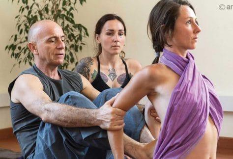 Ayurvedic Yoga Massage with Ananta Sylvain Girard. Warming up and deep tissue massage