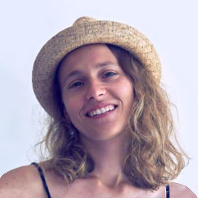 Masaje yoga ayurvédico en Montevideo con Adriana Calvó