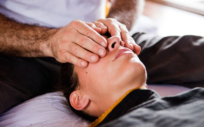 Ananta performing AYM massages techniques – Palming
