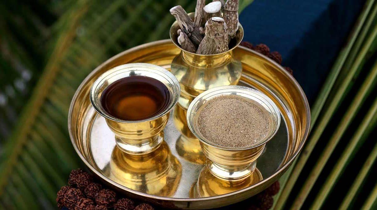 Oil-and-calamus-powder-for-ayurvedic-yoga-massage.jpg
